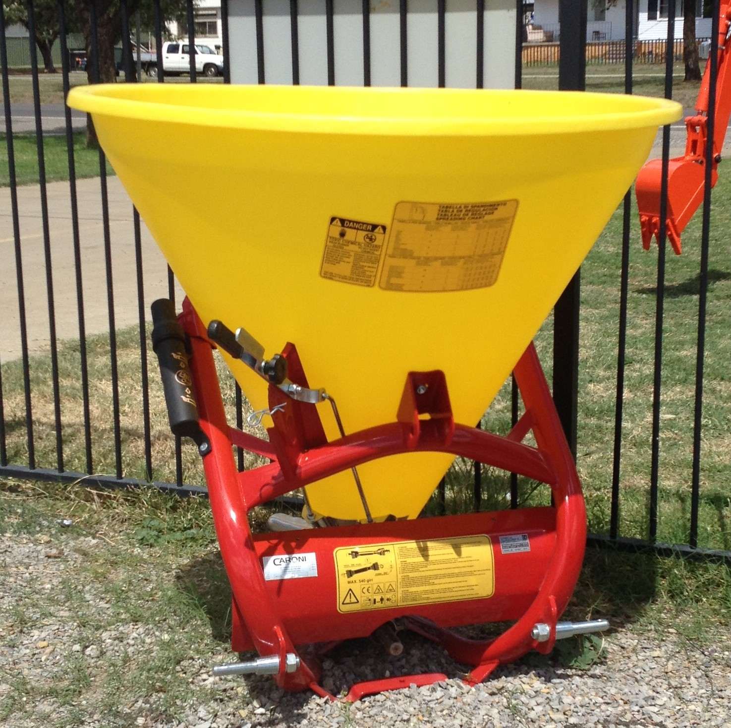 Caroni Cosmo P300 Spinner Spreader